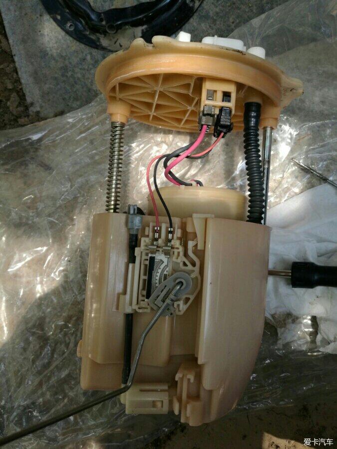 马自达睿翼汽油滤芯器更换高清图片