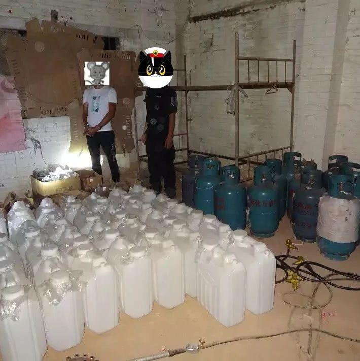 广西一养鸡场藏了26.5吨制毒原材料 百余警力直捣毒窝